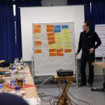 Michael Ehresmann von wiesbaden112.de moderiert die Gruppenarbeiten